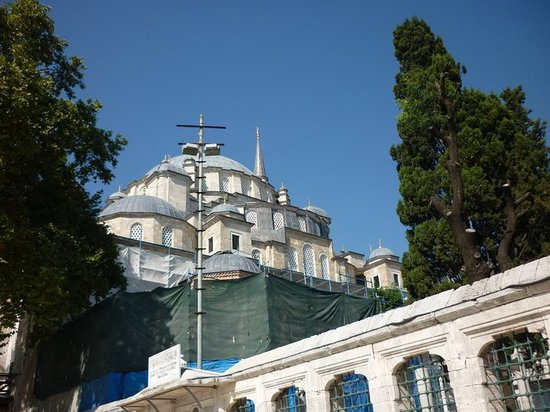 Fatih Mosque and Complex: The Fatih complex, from the street.