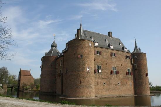 Kasteel Ammersoyen: the castle 1