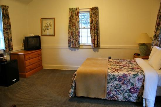 Mammoth Cave Hotel: bedroom cottage 4