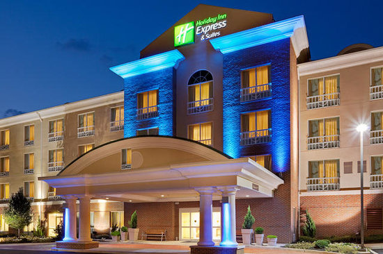 Holiday Inn Express & Suites Bethlehem: Night view