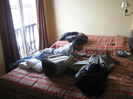 Hostal El Triunfo: Revisando las fotos