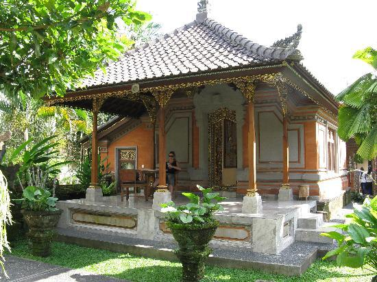 Lokasari Bungalows Spa & Gallery: Balinese two bedroom bungalow