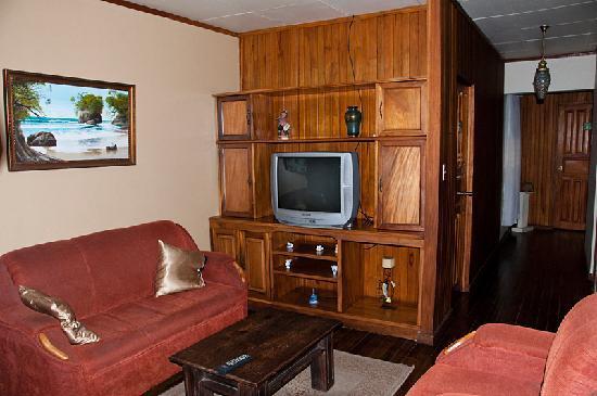 Hostel Mangifera: Common (TV) area, second floor