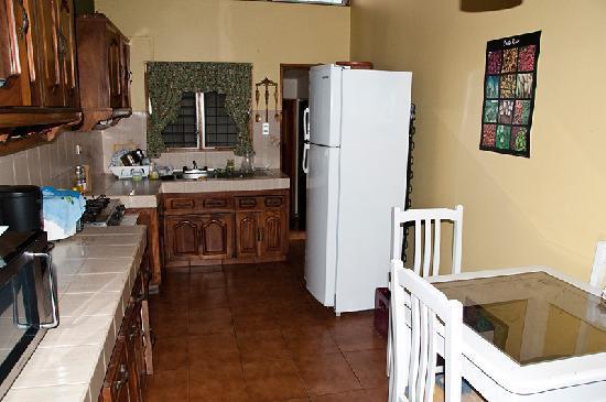 Hostel Mangifera: kitchen