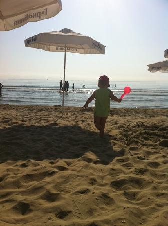Hotel Blue Bay Park : the sand is very smooth and the beach is shallow for a long way so is ideal for kids