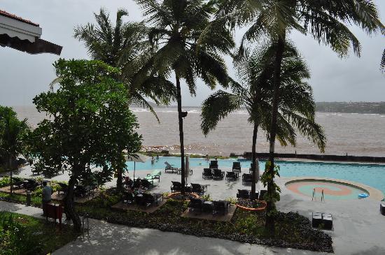 กัวมาริออทรีสอร์ทแอนด์สปา: Pool area