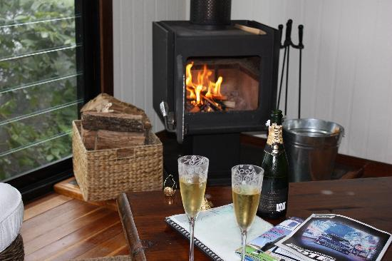 At Remingtons Lodge & Private Cottages: Cosy!