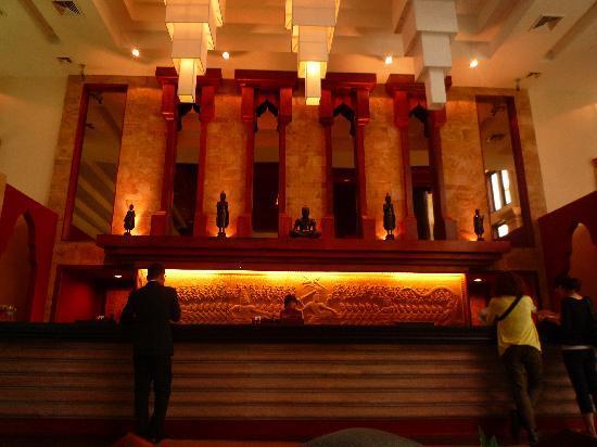 Angkor Miracle Resort & Spa: チョット暗くなってしまいましたが、ロビー