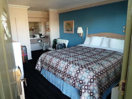 Napa Valley Hotel & Suites, a 3 Palms Boutique Hotel and Resort: Blick ins Zimmer von der Türe aus