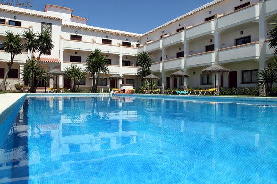 Hotel Tarik : Piscina Día
