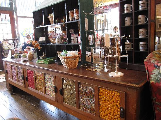Tolly's: Kids in a candy store!!!