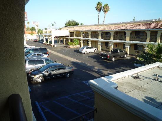 Econo Lodge Inn & Suites El Cajon San Diego East: Blick zum Parkplatz