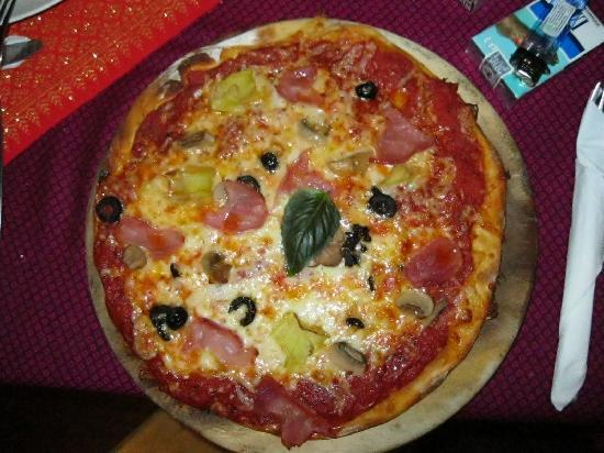 Alta Marea Italian & Thai Restaurant: PIZZA 4 STAGIONI