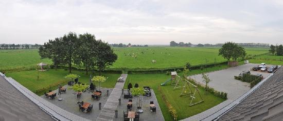 Art & Wellness Hotel Huis ten Wolde: The hotel and it's parking