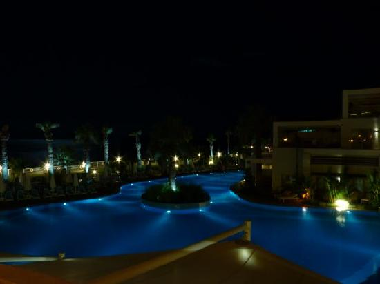 Paloma Pasha Resort : view pool in the evening