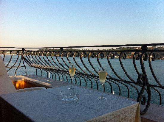 Hotel Vigna: Unser Zimmerempfang mit Begrüßungssekt!