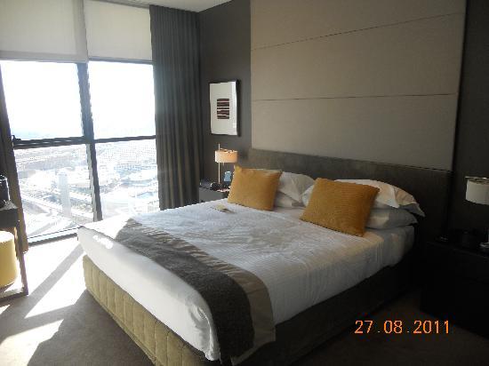 studio deluxe suite picture of fraser suites sydney. Black Bedroom Furniture Sets. Home Design Ideas