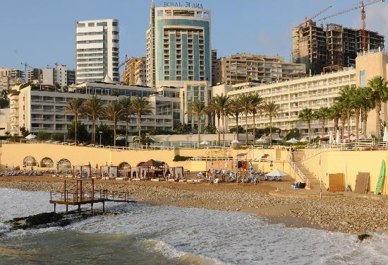 Moevenpick Hotel Beirut: Mövenpick Hotel Beach next to the three swimming-pools