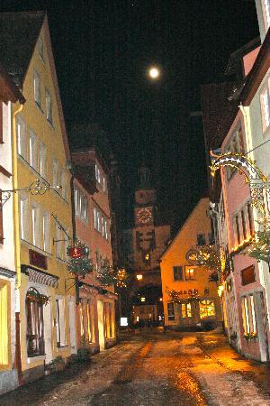 Hotel-Garni Hornburg: view of town at night