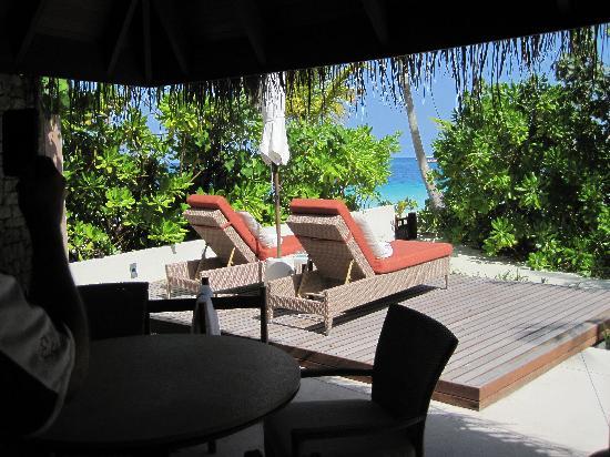 Constance Halaveli: Beach villa