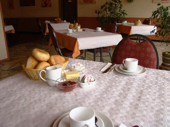 Hotel Eifeler Hof - breakfast (before served)