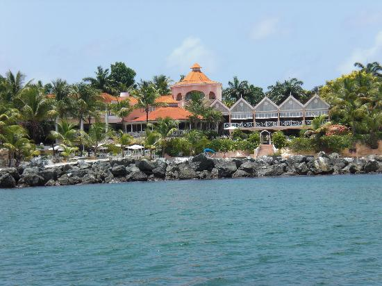 Coco Reef Tobago: Coco Reef from the sea