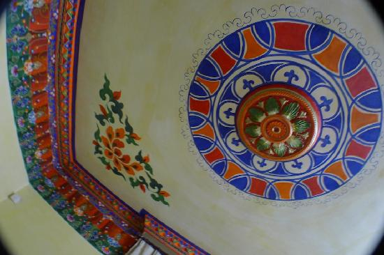 Baiyun Hotel: the ceiling in the room