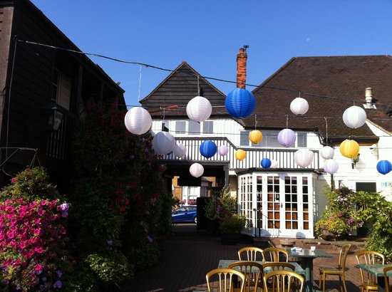 The Bell Inn Hotel : Charming courtyard with access to rooms