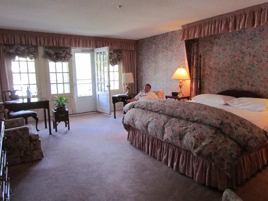 Inn at Sawmill Farm: bedroom