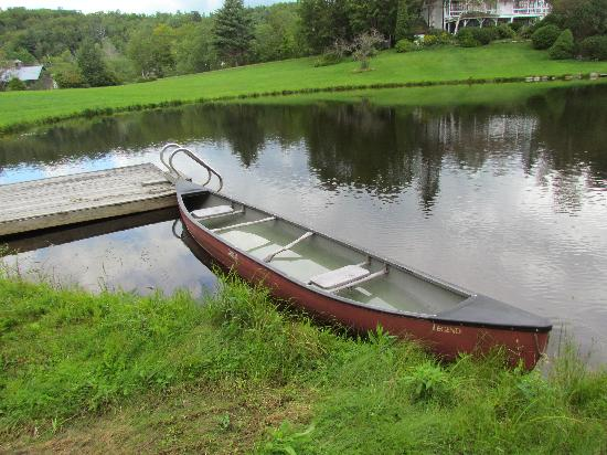 Inn at Sawmill Farm: boat on the pond