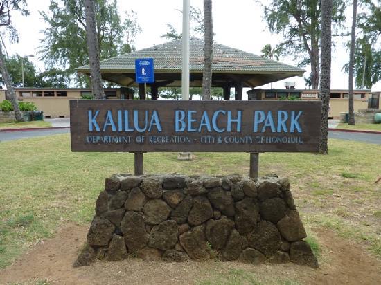 Kailua Beach Park: 後ろの建物がトイレ