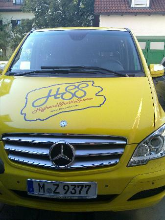 Appartement Pension Zum Zacherl: our ride - very yellow!