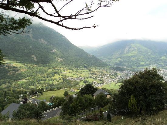 Luz-Saint-Sauveur, Francia: Vue sur la vallée de Luz