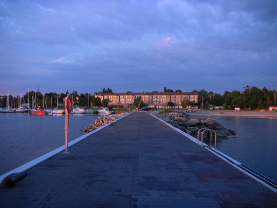 Thornbury, Canadá: View of Resort from jetty at sunrise