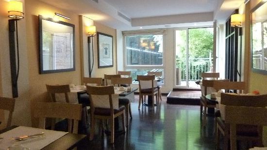 Hotel Jade - Manotel Geneva: salle des petits dejeuners