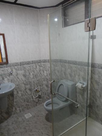 Coral Redang Island Resort: Bathroom