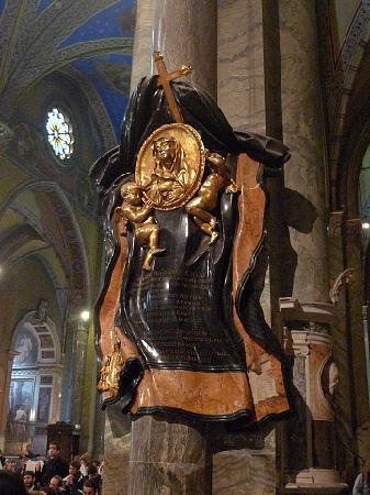 Santa Maria Sopra Minerva: 祈念像