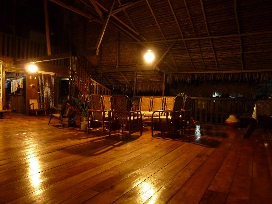 Yakuruna Guest House: Ambiance nocturne