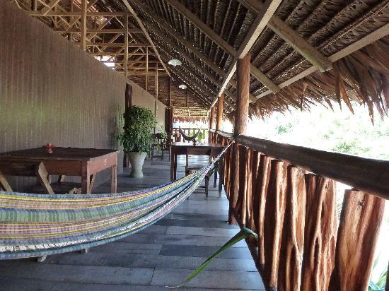 Yakuruna Guest House : Balcon côté ruelle