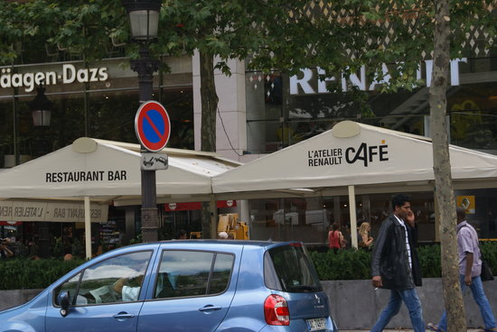 L'Atelier Renault Cafe: The outside..