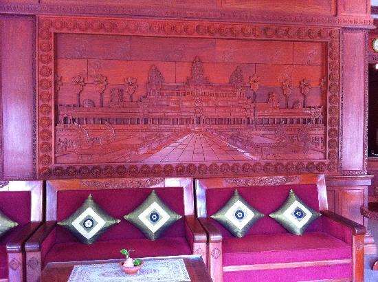 New Angkorland Hotel: At the lobby~ Very nice wood carving of Angkor Wat