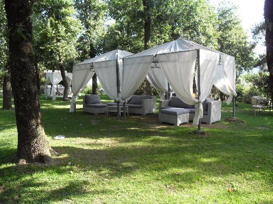Tui Sensimar Grand Hotel Nastro Azzurro: Chillout Area in the gardens