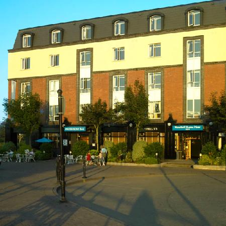 Waterford Marina Hotel: Situated on the Banks of the River Suir