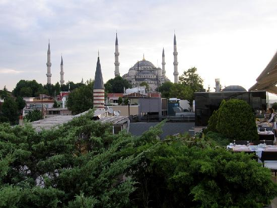 Eresin Hotels Sultanahmet: Blue Mosque from the rooftop restaurant