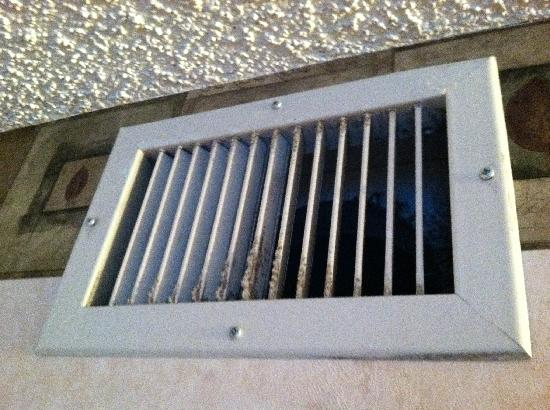 Embassy Suites by Hilton Colorado Springs : Dirty vents