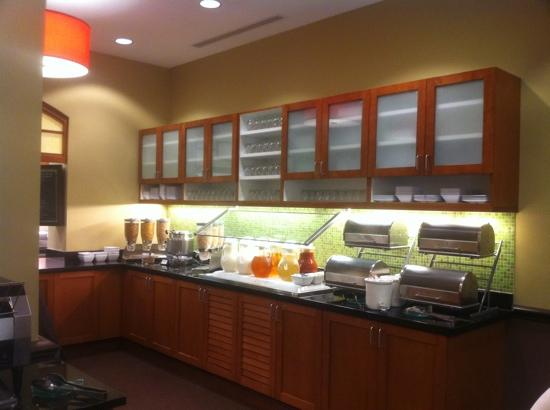 Hyatt Place Madison: bfast bar