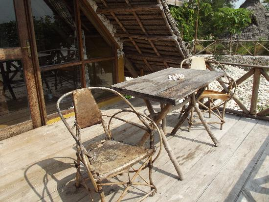Pakachi Beach Hotel: private balcony on 1 room beach bungalow