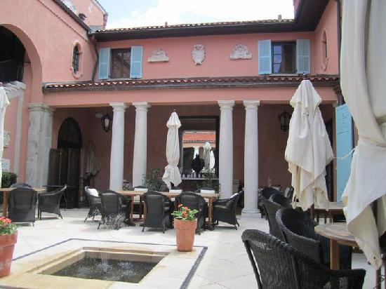Glenmere Mansion: Outdoor Dining