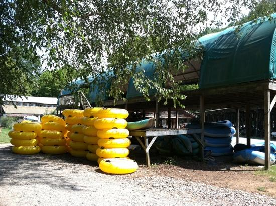 Hiwassee Outfitters Campground: Rafting Shed at Hiwassee Outfitters