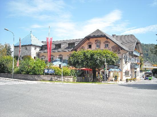 Gasthof Schorn: Incrocio stradale e hotel